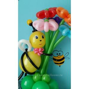 Пчёлка с цветами