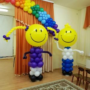 Мальчик и девочка из шаров на выпускной